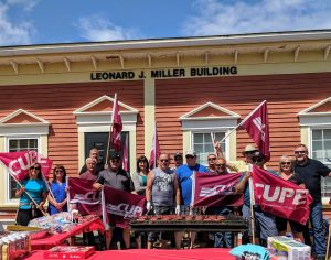Members of CUPE 1761 with Mark Hancock and Sherry Hillier